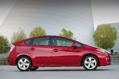 Toyota Prius One of '10 Best Green Cars for 2014' Says Kelley Blue Book's KBB.com