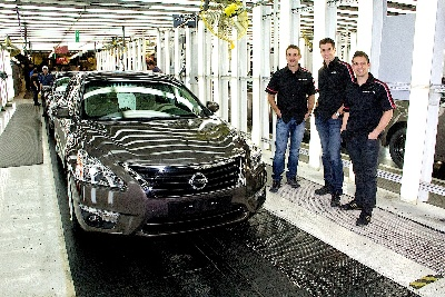 NISSAN MOTORSPORT V8 SUPERCAR DRIVERS VISIT THE BIRTHPLACE OF THE ALTIMA IN TENNESSEE