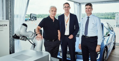 Volkswagen Group Research And Automation Specialist KUKA Conclude New Cooperation Contract