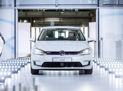 VOLKSWAGEN IS TO PRODUCE THE NEW e-GOLF IN DRESDEN AS WELL AS WOLFSBURG