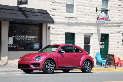 VOLKSWAGEN #PINKBEETLE AUCTION RAISES MONEY TO FIGHT BREAST CANCER WITH GIULIANA RANCIC'S FAB-U-WISH AND THE PINK AGENDA