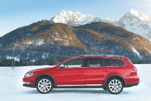 Crossing over between passenger car and SUV: New Passat Alltrack for onroad and offroad worlds