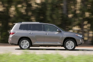 2013 Toyota Highlander and Highlander Hybrid Add New Entune
