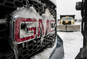 GMC Sierra HD Has Rsum for Any Plowing Job