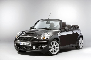 Exclusive aura raises the roof of the MINI Convertible Highgate