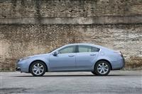 2013 Acura TL image.