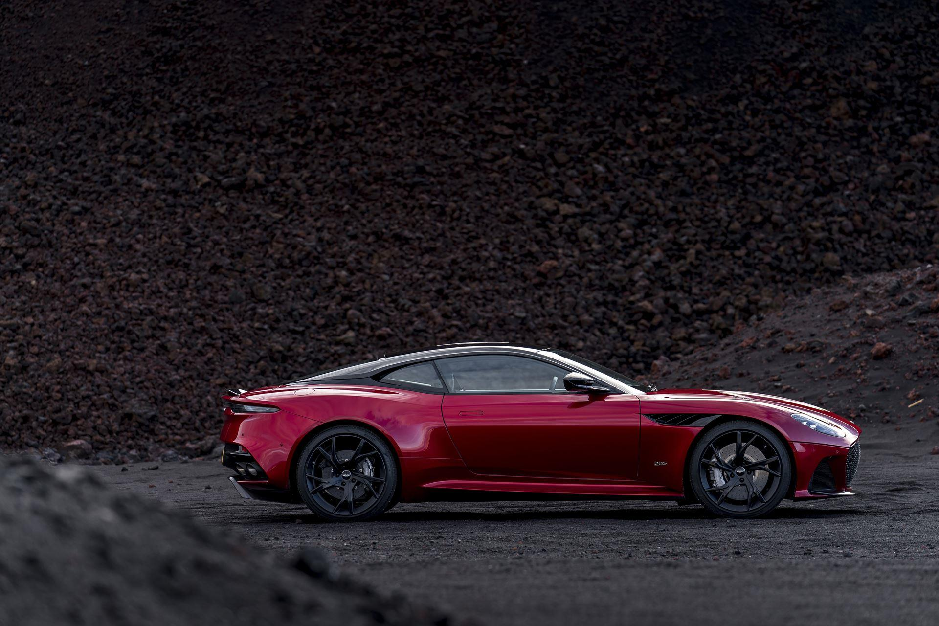 Aston Martin DBS Superleggera photo