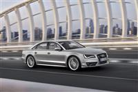 2012 Audi S8 image.