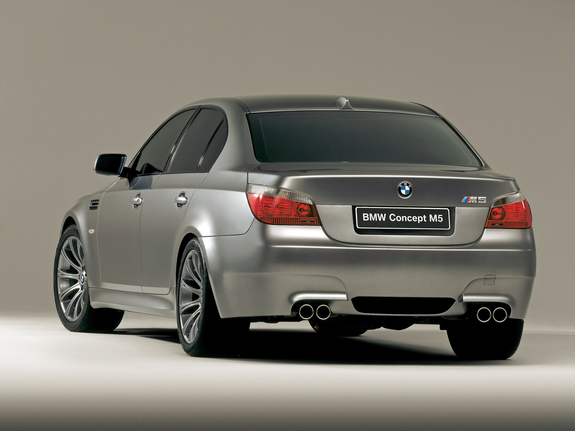 2004 BMW M5 Image. https://www.conceptcarz.com/images/BMW/2004-BMW ...