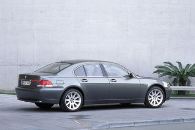 BMW Series Pictures History Value Research News - 2004 bmw 750i