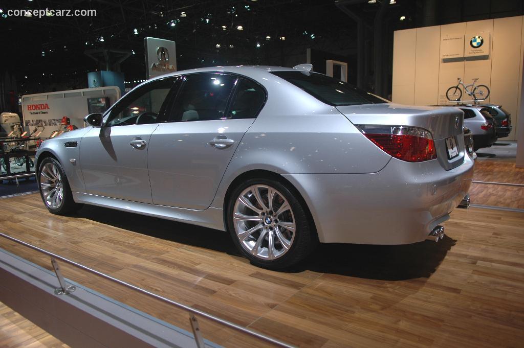 2004 BMW M5 Image. https://www.conceptcarz.com/images/BMW ...