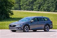 Popular 2018 Buick Regal TourX Wallpaper