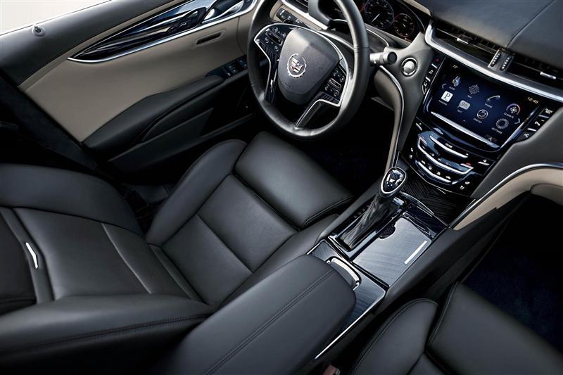 2015 Cadillac XTS Image. Photo 2 of 21