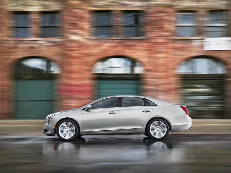 Cadillac XTS pictures and wallpaper