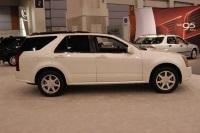 2005 Cadillac SRX image.