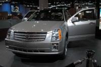 2004 Cadillac SRX image.