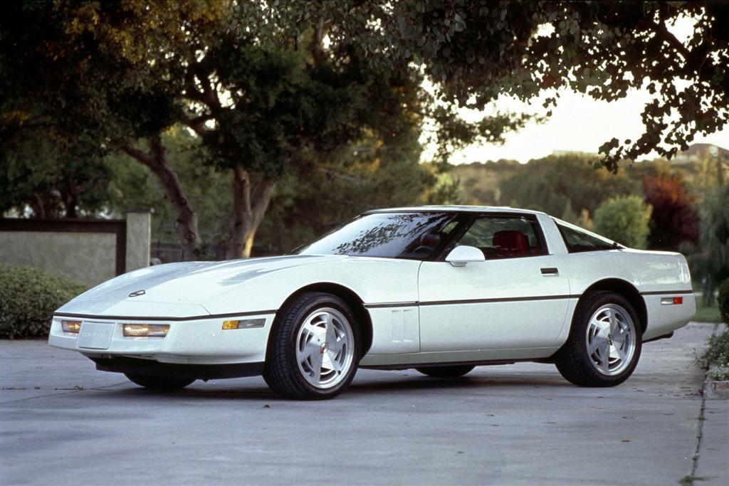 Corvette C4 (1984-1996)  1989-Chevrolet-Corvette-Image-001-1024