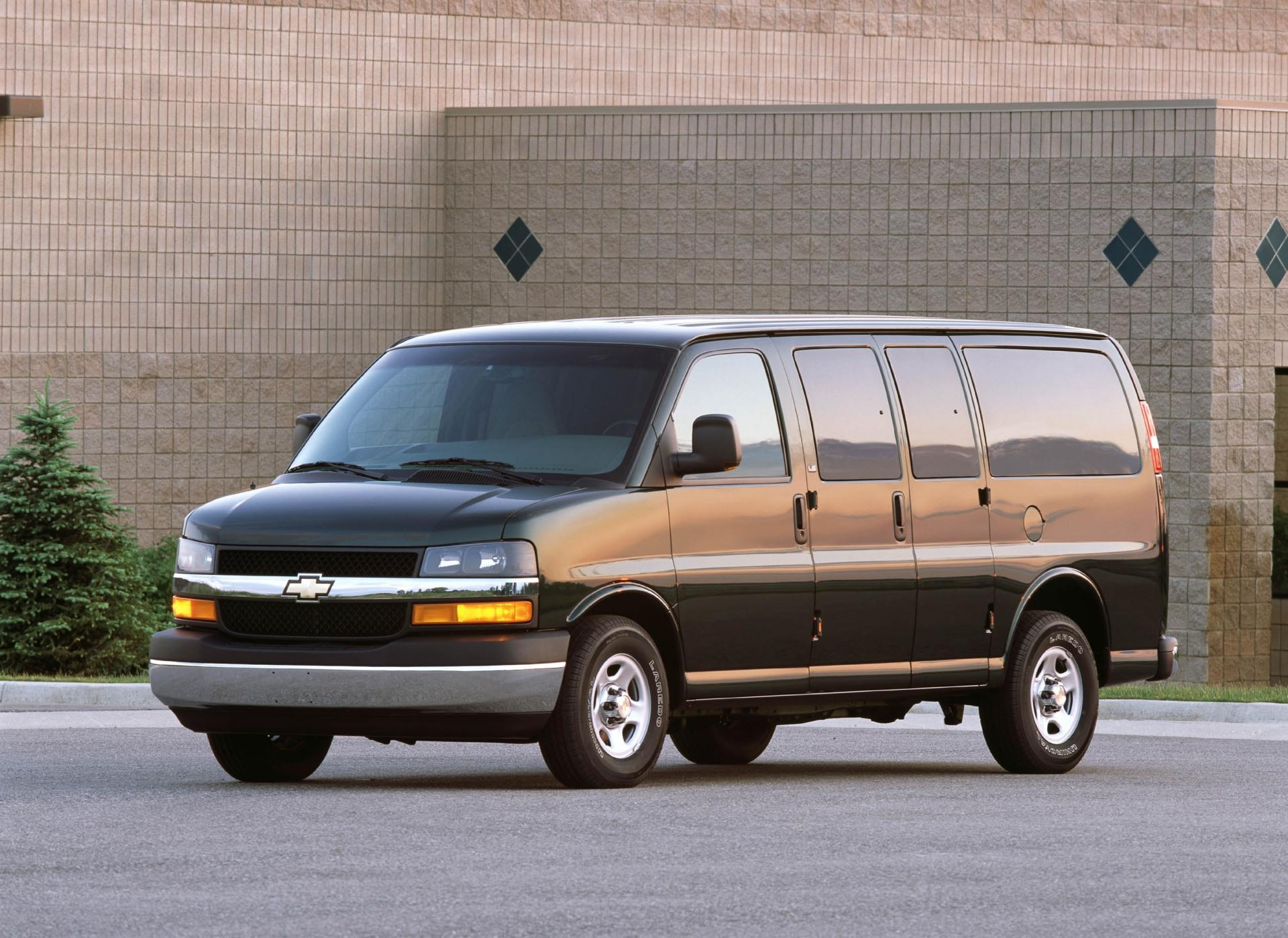 2001 Chevrolet Express Pictures, History, Value, Research ...
