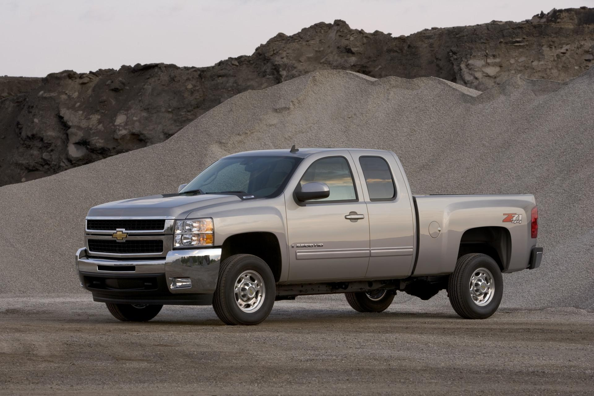 2010 Chevrolet Silverado News and Information