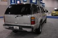 2004 Chevrolet Suburban image.
