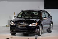 2011 Chrysler 200 image.