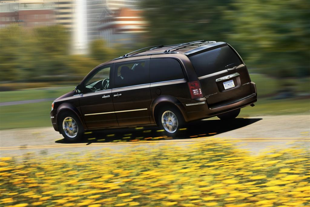2010 Chrysler Town  U0026 Country News And Information