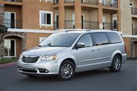 2013 Chrysler Town & Country image.