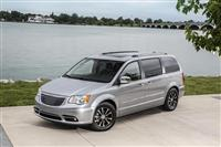 2015 Chrysler Town & Country image.