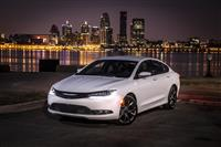 Popular 2017 Chrysler 200 Wallpaper