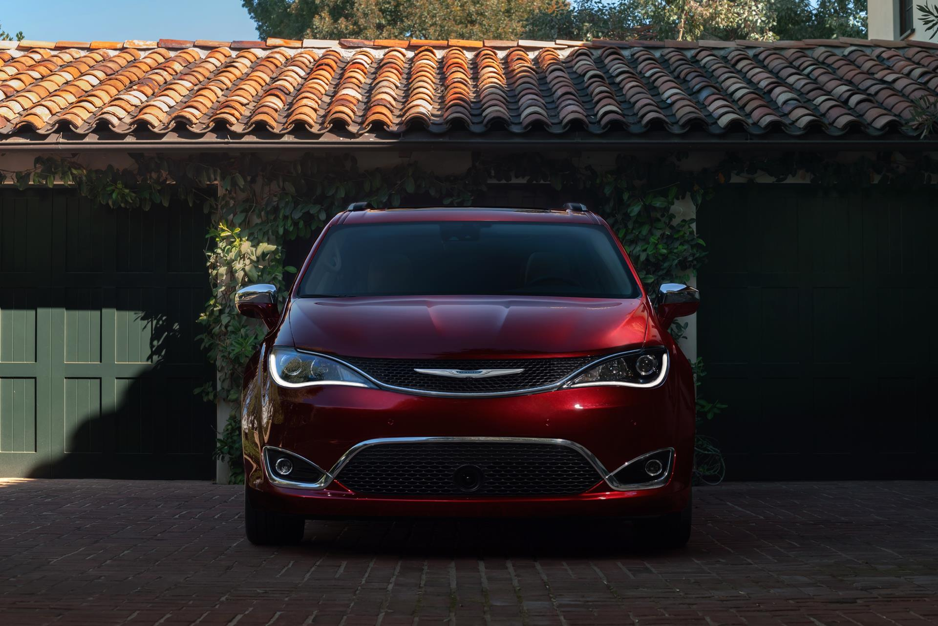 review en three test limited news chrysler quarters first pacifica front