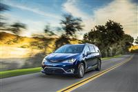 2018 Chrysler Pacifica Hybrid image.