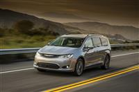 Popular 2017 Chrysler Pacifica Touring Plus Wallpaper