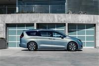 Chrysler Pacifica Hybrid image.