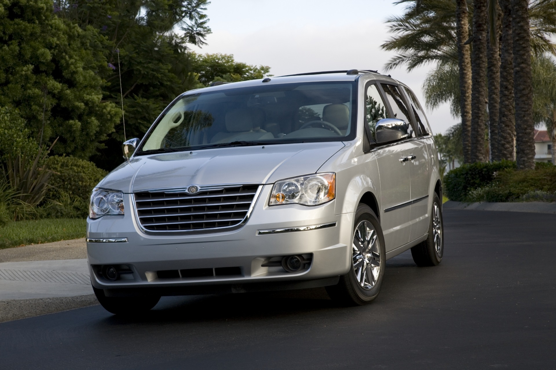 2008 chrysler town country news and information. Black Bedroom Furniture Sets. Home Design Ideas