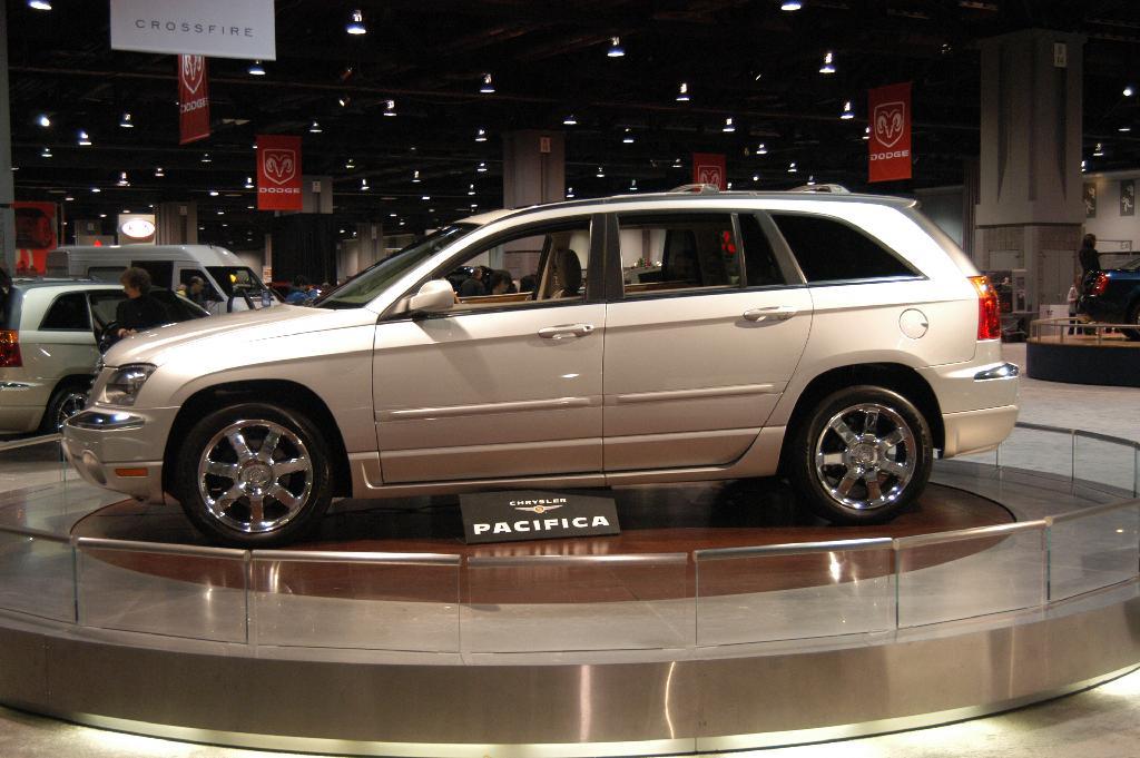Chrysler 300 Wallpaper >> 2005 Chrysler Pacifica Image. https://www.conceptcarz.com/images/Chrysler/chrysler_pacifica_dc ...
