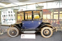 1922 Detroit Electric Model 90 image.