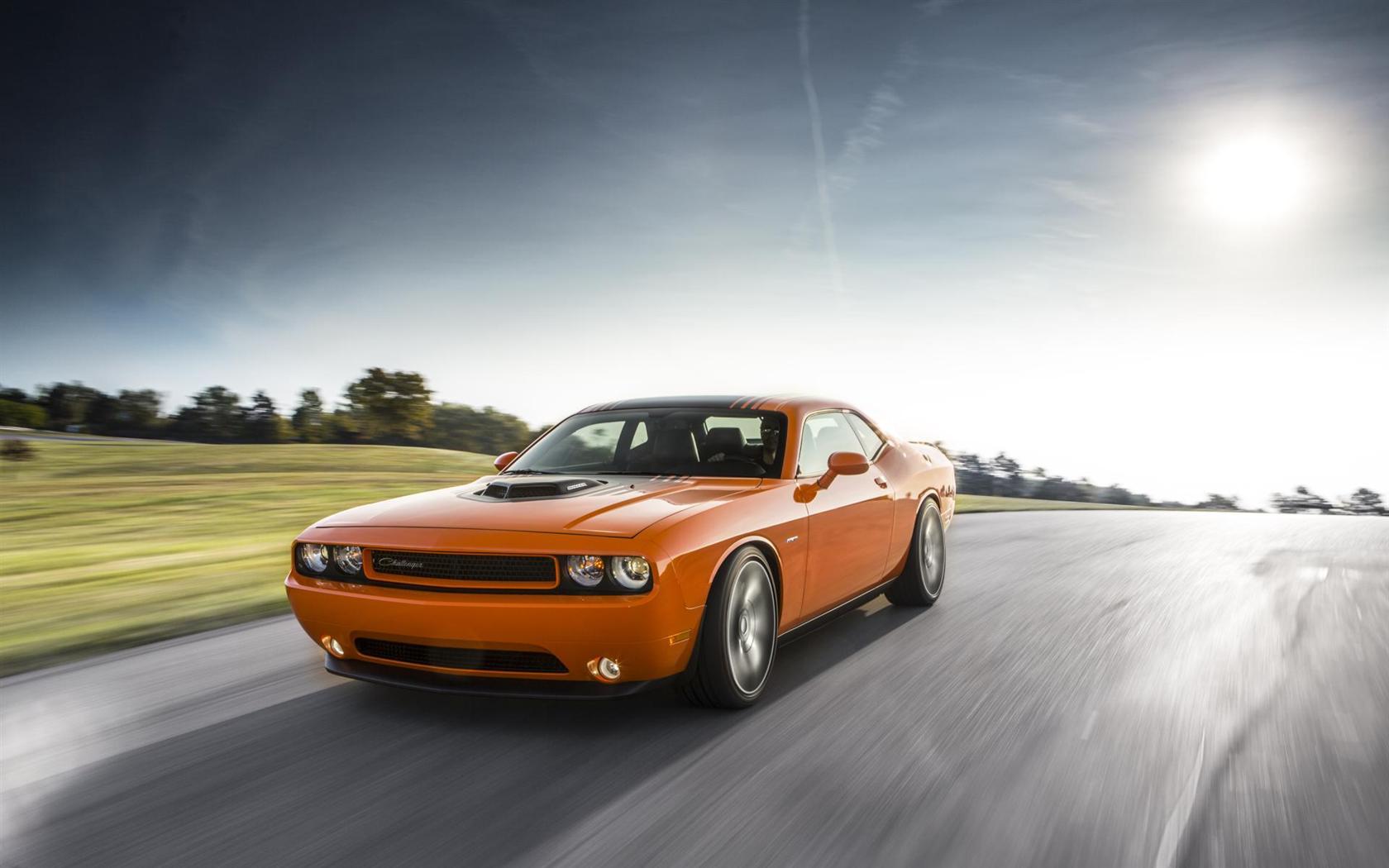 оранжевый автомобиль dodge challenger shaker загрузить