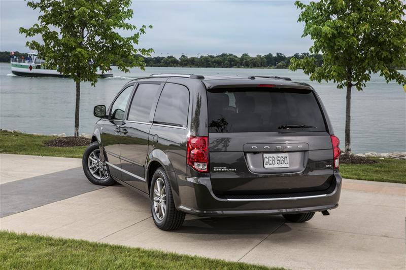 and grand en cars dodge trend rating canada minivan motor reviews se caravan doors