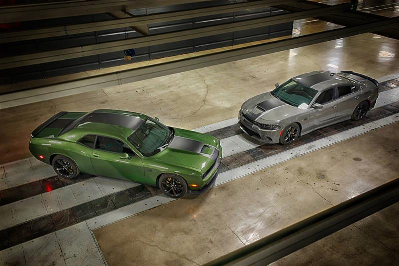 Dodge Challenger Stars & Stripes Edition pictures and wallpaper