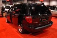 2004 Dodge Caravan image.