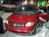 2003 Dodge Caravan image.