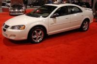 2004 Dodge Stratus image.