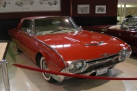 1962 Ford Thunderbird image.