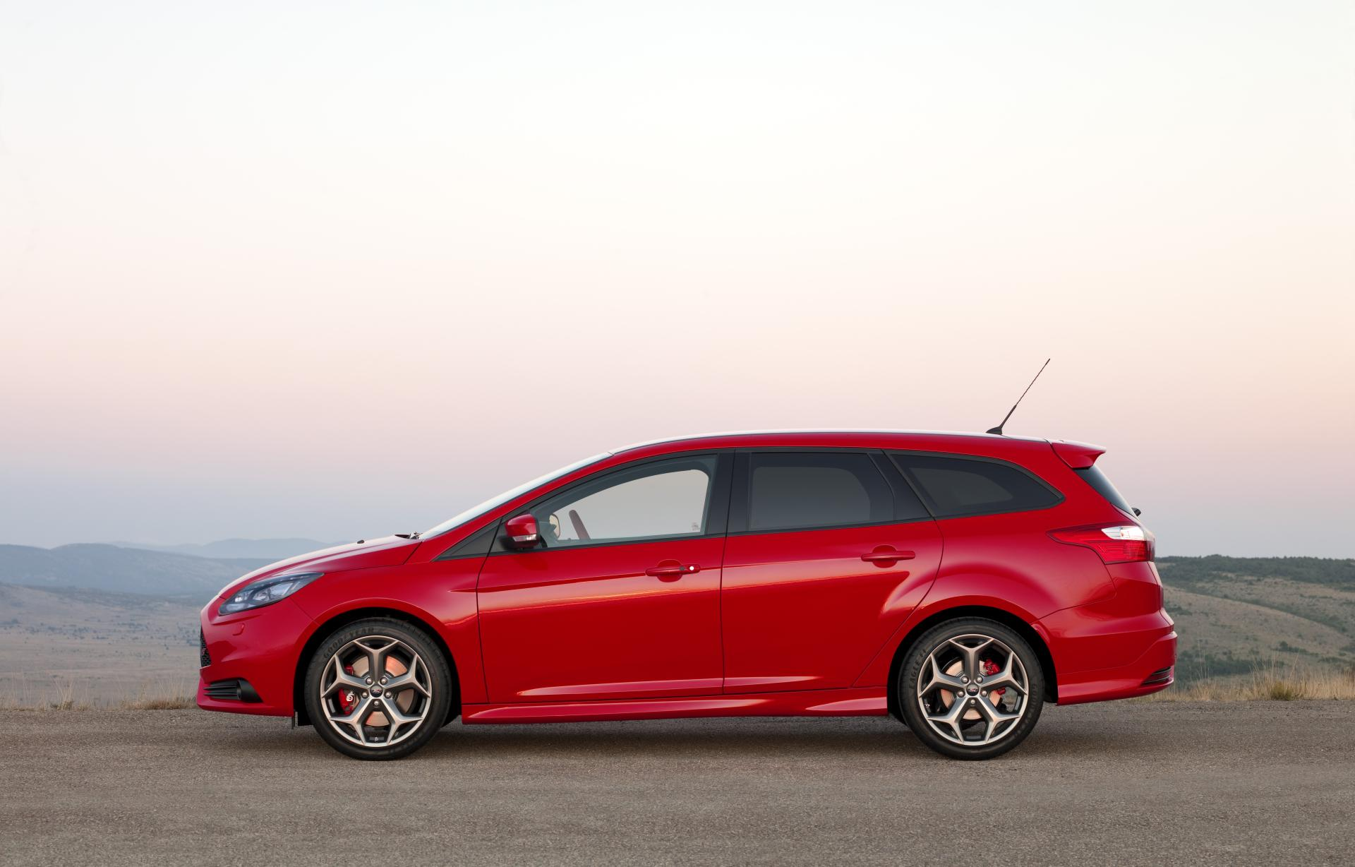 2012 ford focus st wagon news and information. Black Bedroom Furniture Sets. Home Design Ideas