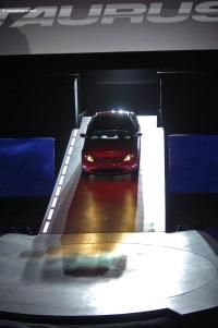 2010 Ford Taurus image.