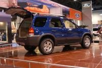2004 Ford Escape image.