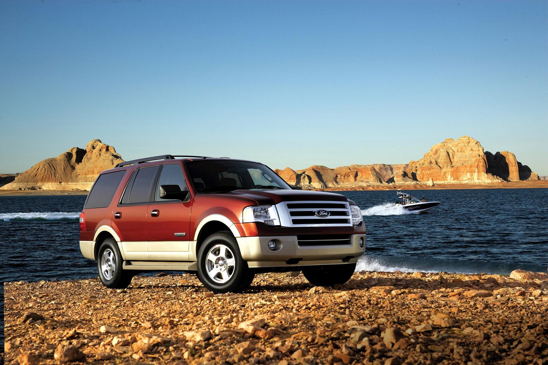 красный автомобиль джип Ford Explorer Sport без смс