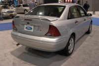2004 Ford Focus image.