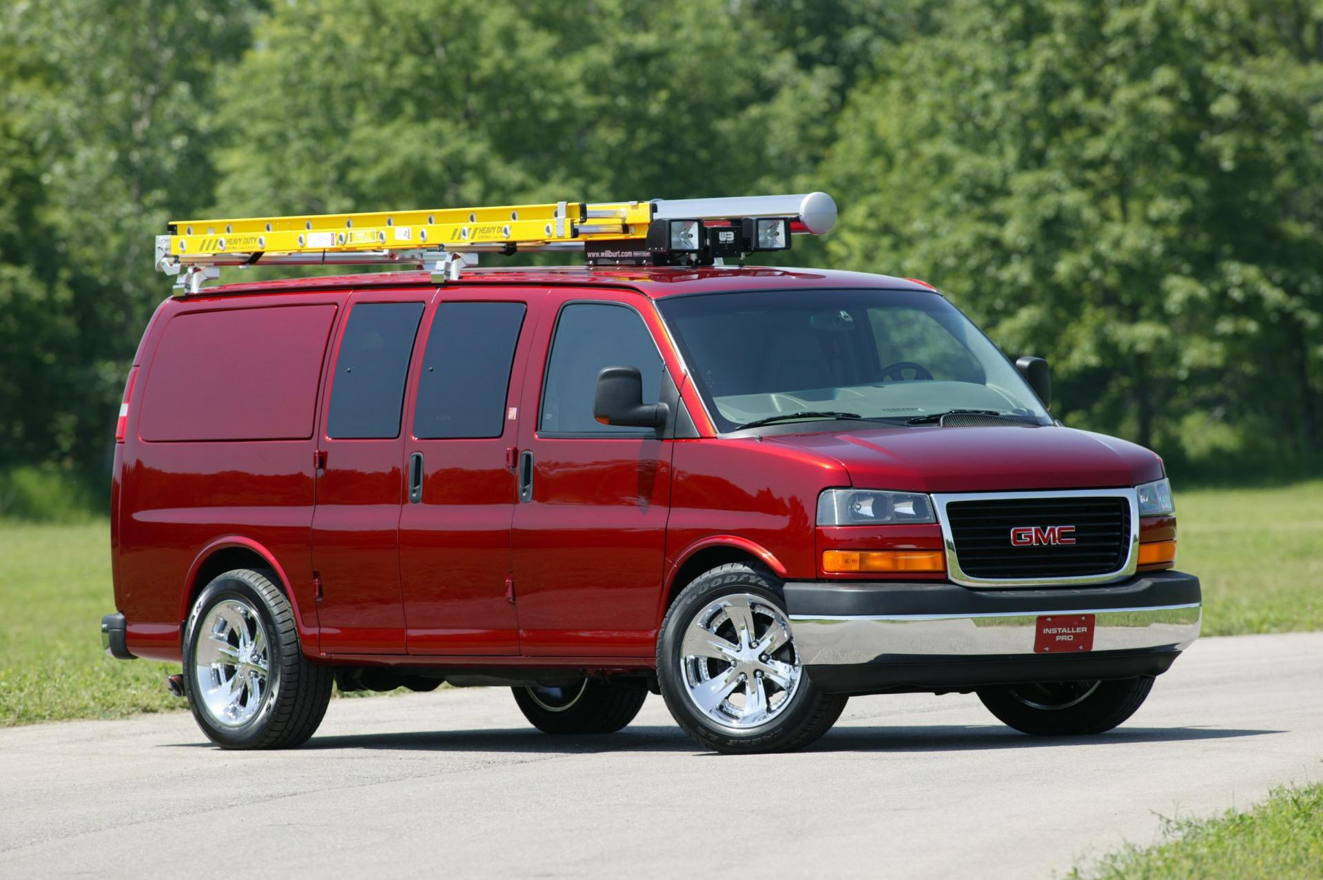 2004 GMC Savana History, Pictures, Sales Value, Research ...