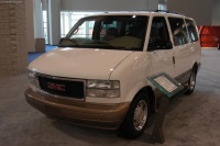 2004 GMC Safari image.